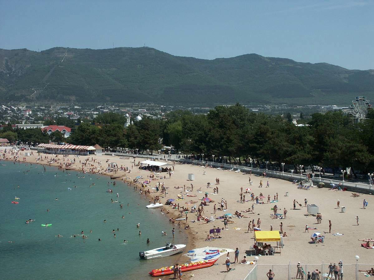Центральный пляж Геленджика. Отели рядом, фото, видео, как 14